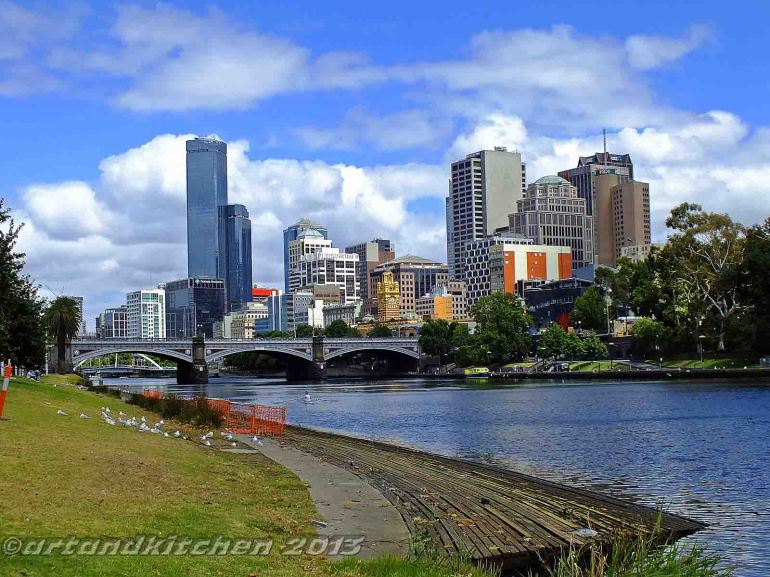 Melbourne and Yarra river 4