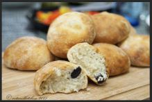 Pucce alle Olive – Italian Bread Rolls with Olives 1