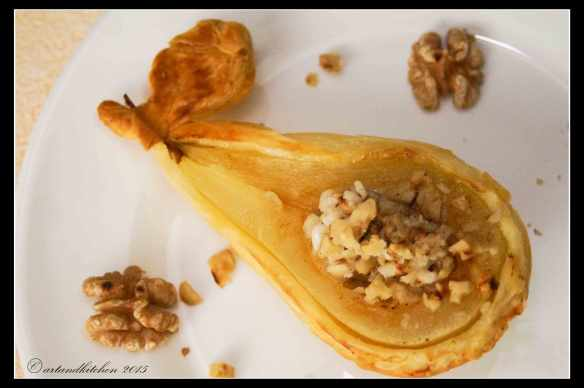 Glamour-Pear-Pies-with-Cheese-and-Walnuts