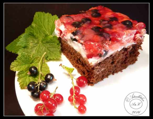 Chocolate-Cake-with-Mascarpone-and-BerryTopping