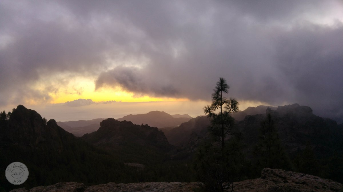 Gran Canaria: Roque Nublo. Mood: Looking Down to the SunnySouth
